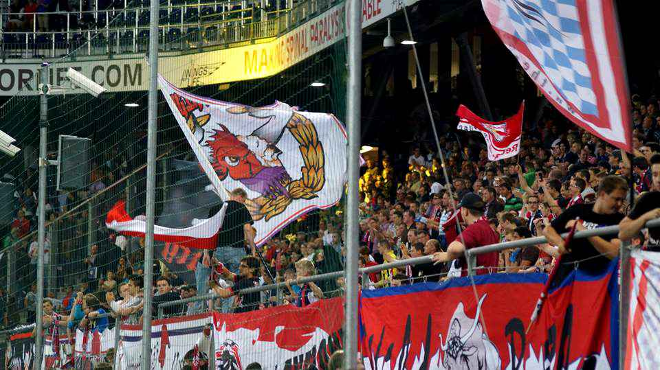 Raging Bulls Stadionfahne
